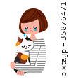猫を抱きながら泣く女性 35876471