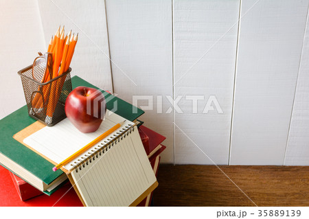 Books Pencil and glasses on a white wooden table の写真素材 [35889139] - PIXTA
