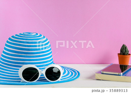 Blue hat and white sunglasses pink wall backgroundの写真素材 [35889313] - PIXTA