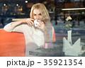 女性 メス カフェの写真 35921354