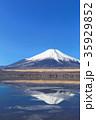 山中湖_薄氷と逆富士 35929852