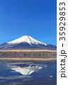 山中湖_薄氷と逆富士 35929853