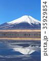 山中湖_薄氷と逆富士 35929854