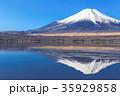 山中湖_薄氷と逆富士 35929858