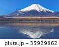 山中湖_薄氷と逆富士 35929862