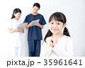 女の子 子供 看護師の写真 35961641
