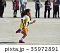 運動会 リレー 走るの写真 35972891