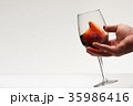 Hand shake red wine in glass 35986416