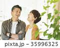 夫婦 笑顔 内覧の写真 35996325