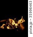 少し控え目に燃える熾火の炎 35996463