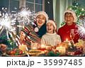 クリスマス ファミリー 家庭の写真 35997485