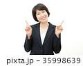 女性 ビジネス 指差し 35998639