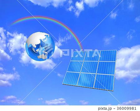 ソーラーパネルに虹が架かる 36009981
