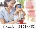遊んでいる保育士と子供 36034463