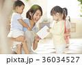 保育士と子供 36034527