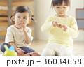 おやつを食べる子供 36034658