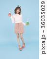 ドリンクを飲む女性 36035029