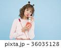 ドリンクを飲む女性 36035128
