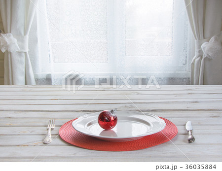 Wooden white tabletop with christmas place settingの写真素材 [36035884] - PIXTA