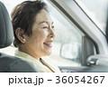 シニア ドライブ 人物の写真 36054267