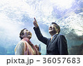 老夫婦と海 36057683