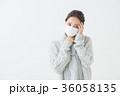 体調不良の女性 36058135