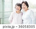 シニア 女性 笑顔の写真 36058305