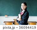 女子高生 教室 制服の写真 36094419