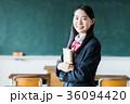 女子高生 教室 制服の写真 36094420