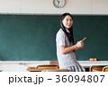女子高生 スマートフォン 教室の写真 36094807