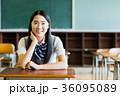 女子高生 教室 制服の写真 36095089