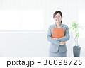 オフィス ビジネスウーマン 笑顔の写真 36098725