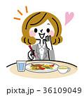 美味しい料理を食べるビジネスウーマン 36109049