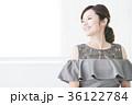 若い女性 パーティ ドレスアップの写真 36122784