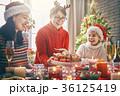 クリスマス ファミリー 家庭の写真 36125419