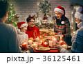 クリスマス ファミリー 家庭の写真 36125461