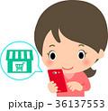 スマートフォンでネットショップを利用する女性 36137553