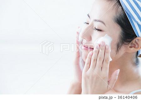 洗顔 クレンジング ビューティー 女性 スキンケア ビューティ 若い女性 美容 36140406