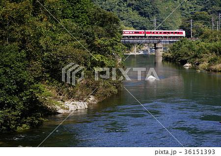 日野川を渡る特急「やくも」(381系) 伯備線:黒坂~根雨 36151393