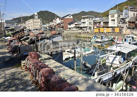 【広島県 三原市】昭和の雰囲気の港町風景 36156326
