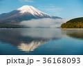 富士山 逆さ富士 青空の写真 36168093