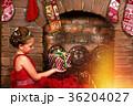 クリスマス ドレス 暖炉の写真 36204027
