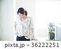 若い女性 笑顔 ライフスタイルの写真 36222251