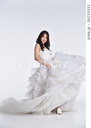 afda6260ae6e9 花嫁 ウェディングドレス ビューティーの写真素材  36253031  - PIXTA
