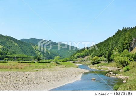 爽やかな青空と山と川 36278298