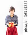 若い女性 プレゼントイメージ  36315222
