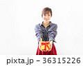 若い女性 プレゼントイメージ  36315226