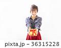 若い女性 プレゼントイメージ  36315228