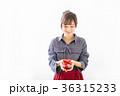 若い女性 プレゼントイメージ  36315233