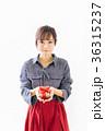 若い女性 プレゼントイメージ  36315237